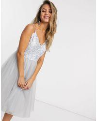 Chi Chi London Серебристо-серое Платье Для Выпускного Из Тюля С Кружевным Топом -серый