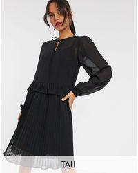 Y.A.S Vestito grembiule nero con fondo a pieghe