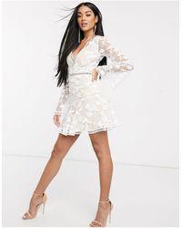 Love Triangle – Minikleid mit tiefem Ausschnitt und zarter Spitze - Weiß