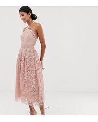 ASOS ASOS DESIGN Tall - Robe mi-longue en dentelle avec corsage style chasuble - Rose