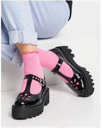LAMODA – lackierte Schuhe mit dicker Sohle und T-Steg - Schwarz