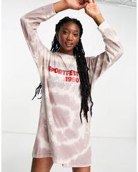 Daisy Street – Langärmliges Oversize-T-Shirt-Kleid mit Sport-Aufdruck - Braun