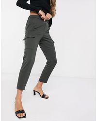 Vero Moda Pantalones tapered cargo en caqui - Verde