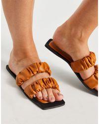 SIMMI Shoes Simmi London – Parrish – Flache Sandalen mit Raffung - Natur