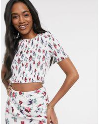 Fashion Union Top corto con diseño fruncido y estampado floral - Blanco