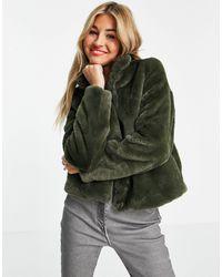 Vero Moda – Kunstpelzjacke - Grün