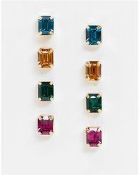 ASOS – 4er-Pack goldfarbene Ohrringe mit farbigen Kristallanhängern - Mettallic