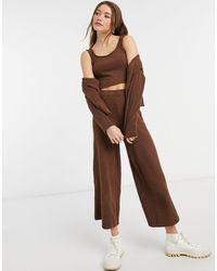 Monki Calah - pantalon droit en maille côtelée duveteuse d'un ensemble 4 pièces - Marron