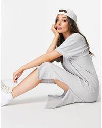 Pieces Серое Платье-футболка С V-образным Вырезом И Рукавами С Отворотами -серый