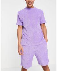 ASOS – Lounge-Pyjama-Set mit T-Shirt und Shorts aus Frottee - Lila