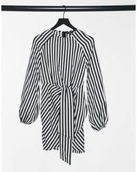 Lipsy Robe courte nouée à la taille à rayures - Noir