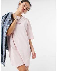 Dickies Vestido extragrande rosa claro estilo camiseta Clara City
