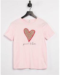 River Island T-shirt rosa con grafica di cuore leopardato