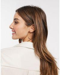 ASOS – farbene Ohrringe mit elegantem, gedrehtem Design - Mettallic