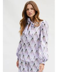 PHOEBE GRACE Esme Shirt With Tie Neck And Puff Sleeve In Tiled Protea Bud In Twill - Purple