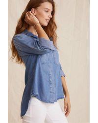 Bella Dahl Split Back Button Down Shirt In Medium Ombre Wash - Blue