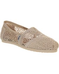 TOMS Classic Slip On Pumps - Lyst