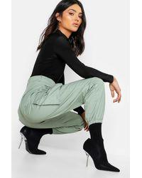 Boohoo Pantalones Tejidos Estilo Militar Con Bolsillo - Verde