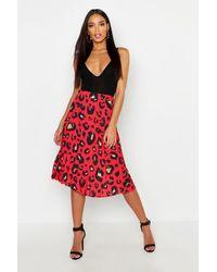Boohoo Pleated Leopard Print Midi Skirt - Red