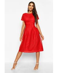 Boohoo Collection Robe De Bal Midi À Jupe Circulaire - Rouge