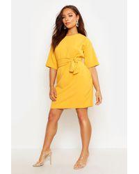 Boohoo Vestido De Corte Recto Estructurado Con Cinturón Atado En Cintura - Amarillo