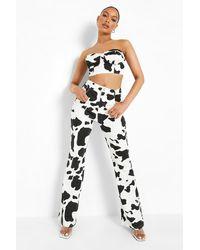 Boohoo Vaquero De Campana Con Estampado De Vaca - Blanco