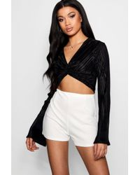 Boohoo - Plisse Knot Front Long Sleeve Crop - Lyst