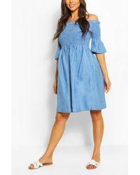 Boohoo Womens Schulterfreies, Gesmoktes Skater-Kleid Aus Chambray - Blau