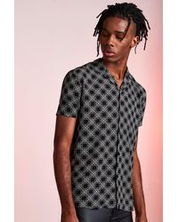 BoohooMAN Revere Collar Short Sleeve Printed Viscose Shirt - Schwarz