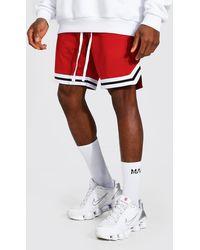 BoohooMAN Airtex Basketball-Shorts mit Streifen - Rot