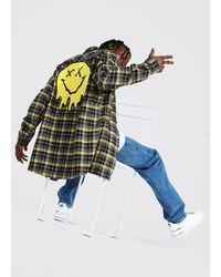 BoohooMAN Kariertes Longline Hemd mit Rücken-Print - Gelb