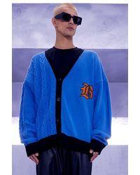 BoohooMAN Oversize gespleißter Strick-Cardigan mit Gothic B - Blau