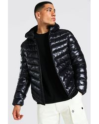 BoohooMAN Gesteppte Hochglanz-Jacke aus recyceltem Material mit durchgehendem Reißverschluss - Schwarz