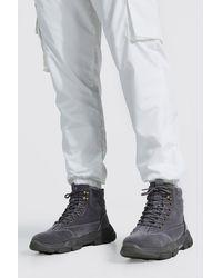 BoohooMAN Klobige Stiefel - Grau