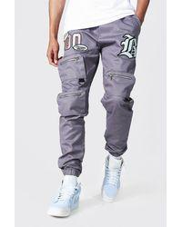 BoohooMAN Tall Cargo-Jogginghose im College-Stil mit Tasche - Grau