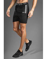 BoohooMAN Fitness-Shorts mit MAN-Print am Bund - Schwarz