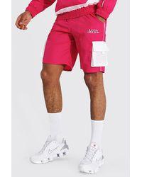 BoohooMAN Shorts mit Gummi-Logo - Pink