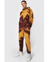 BoohooMAN Übergroßer Original Man Trainingsanzug mit Kapuze im Batik-Design - Braun