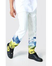 BoohooMAN Lockere Jeans mit Berg-Print - Mehrfarbig