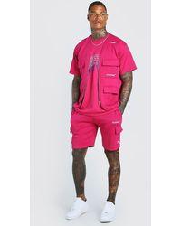 BoohooMAN 3-teiliges MAN-Set im Cargo-Stil aus Träger-T-Shirt und Shorts - Pink