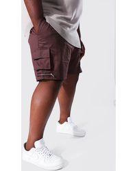 BoohooMAN Plus Man Twill Cargo-Shorts mit Taschen und Reißverschluss - Braun