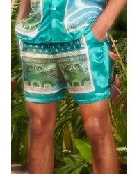 BoohooMAN Mid Length Satin Bandana Shorts - Grün