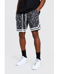 BoohooMAN Airtex Basketball-Shorts mit Bandana-Print - Schwarz