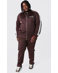 BoohooMAN Plus Trikot-Trainingsanzug mit Zierband, Trichterhals und Man-Logo - Braun