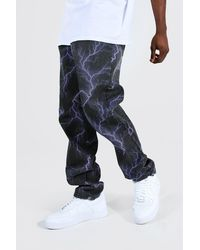 BoohooMAN Relaxed Fit Jeans mit Blitz-Print - Lila