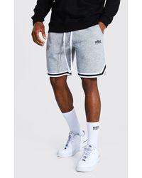 BoohooMAN Short de basketball en jersey Offcl avec bande - Gris