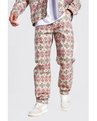 BoohooMAN Lockere Aop Jeans mit abstraktem Print - Braun