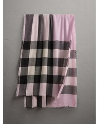 Burberry - The Lightweight Cashmere Scarf In Check Dusty Lilac - Lyst