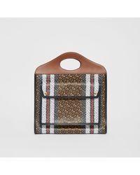 Burberry Mittelgroße Pocket Bag aus Eco-Canvas mit Monogrammmuster im Streifendesign - Braun