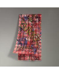 Burberry - Écharpe en laine et soie à motif Vintage check et imprimé  graffiti - Lyst 1815d0c574a